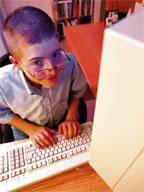 Kind aan computer