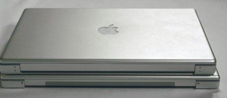 MacBook Pro en Powerbook op elkaar