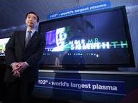 """Panasonic 103""""-plasmatelevisie met trotse Japanner"""