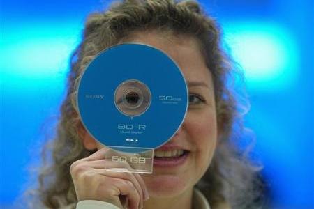 vrouw met Blu-ray-schijfje