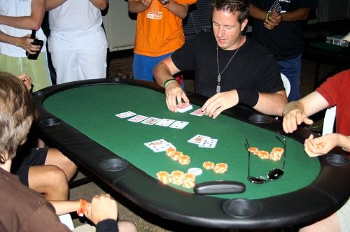 Tweakers spelen legaal poker op Campzone
