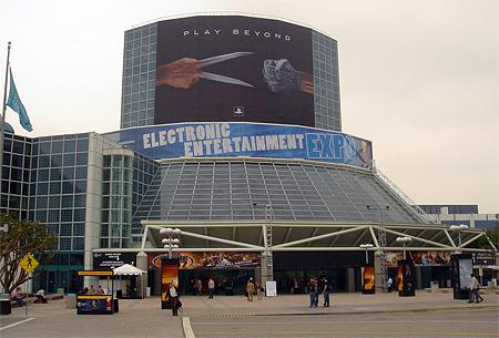 Ingang E3-beurs 2006 met Sony-poster
