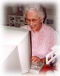 Bejaarde aan de computer