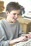 Tiener aan de computer