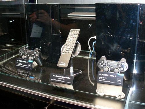 Sony Createc-vitrine met PlayStation 3 en controllers