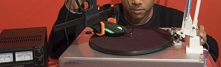 Platenspelerconstructie om muissnelheid te testen