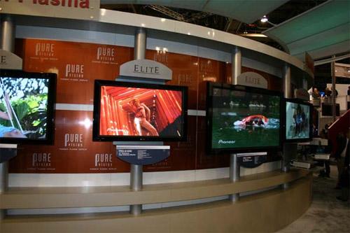 Plasmatelevisies op Pioneers CES-stand, 2005