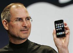 Steve Jobs met iPhone in hand
