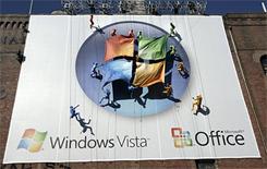 Abseilers tonen Vista-vlag bij presentatie in New York