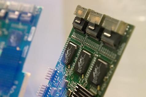 CeBit 2007: AMCC 3ware 9650-24M8 connectors
