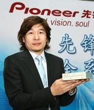 Shannon Yu stelt Pioneers blu-ray-inbouwstation voor