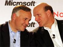 Aankondiging Microsoft-Novell-deal door Ronald Hovsepian van Novell en Steve Ballmer van Microsoft