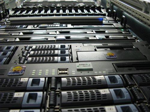 Serveronderhoud 2006: kikkerview van het toenmalige rack