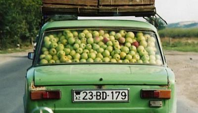 Een auto vol 'Apple'