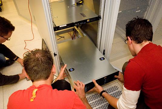 Serverhuizing 30 juni 2007: Eerste servers in EUNetworks