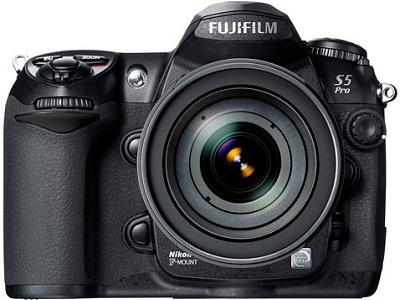 Fuji FinePix S5 Pro (vooraanzicht)