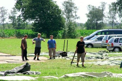 Campzone 2007 - tentbouwers 1