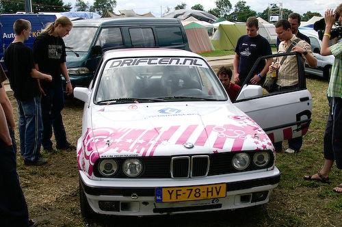 Campzone 2007 - geparkeerde rallyauto