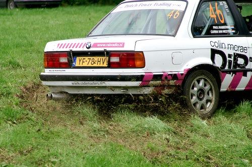 Campzone 2007 - ploegende rallyauto