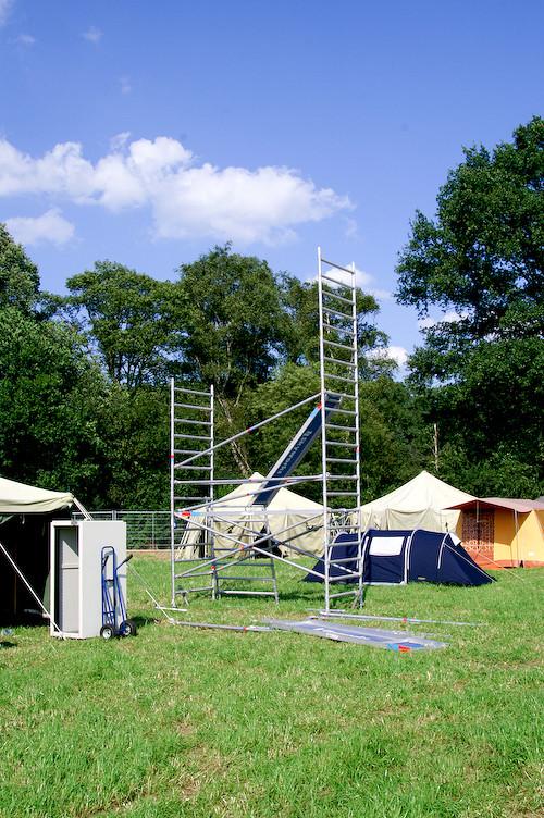 Campzone 2007 - toren van T@C in opbouw