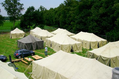Campzone 2007 - tenten zijn opgebouwd