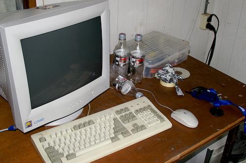Campzone 2007 - workstation in de keet