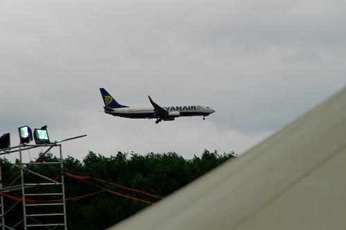 Campzone 2007 - overvliegende vliegtuigen die landen