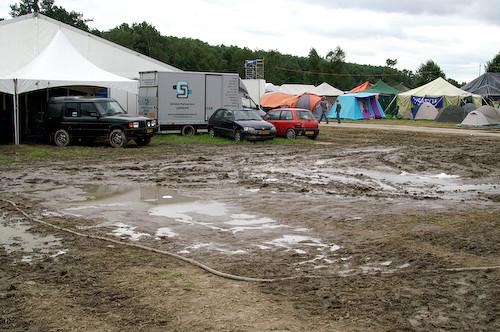 Campzone 2007 - activiteitenveld als modderpoel