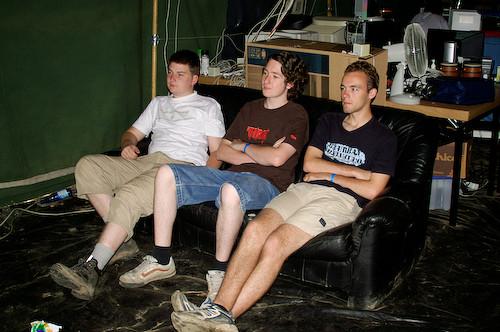 Campzone 2007 - chillen op de bank