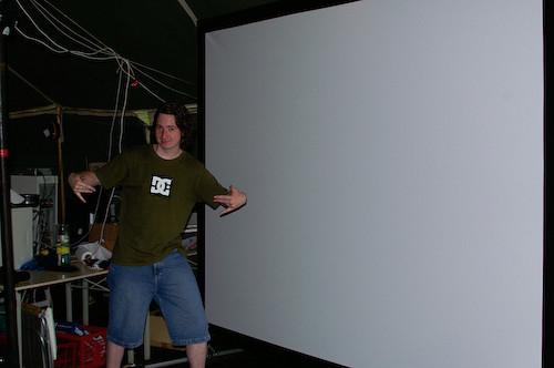 Campzone 2007 - pimpen met het big-ass beamerscherm