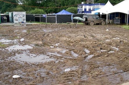 Campzone 2007 - modderig veld