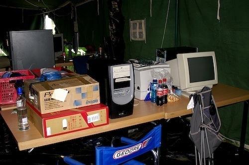 Campzone 2007 - bureau vol met hardware
