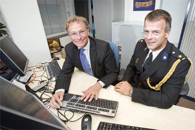 Chris Fonteijn (voorzitter Opta) en Remmert Heuff (plv. hoofd Nationale Recherche)