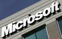 Microsoft logo op kantoorgebouw