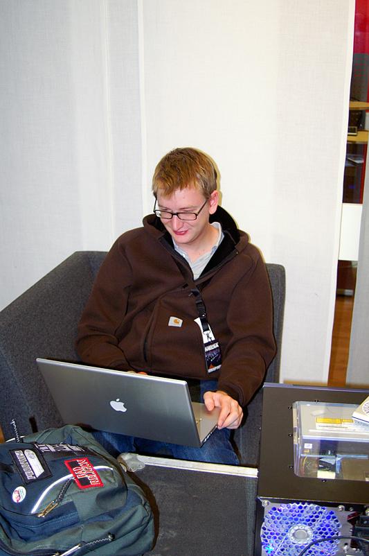 DreamHack 2007 - Boy aan het werk