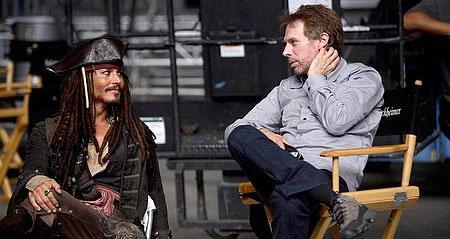 Jerry Bruckheimer en een of andere crimineel op de set van Pirates of the Caribbean