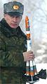 Vladimir Poetin met draagraketje (kleiner)