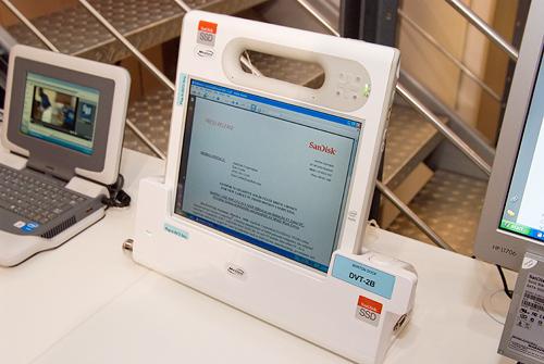 Cebit 2008: SanDisk ssd in medische tablet pc