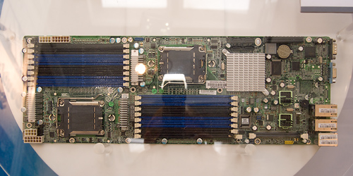 Cebit 2008: Tyan dual node 1U Opteron-moederbord