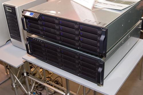 Cebit 2008: Axus raid enclosure met Areca-controller
