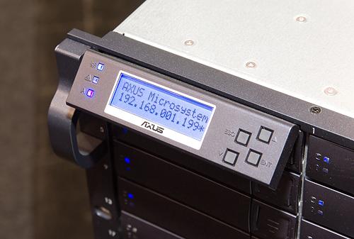 Cebit 2008: Axus raid enclosure met Areca-controller (display)