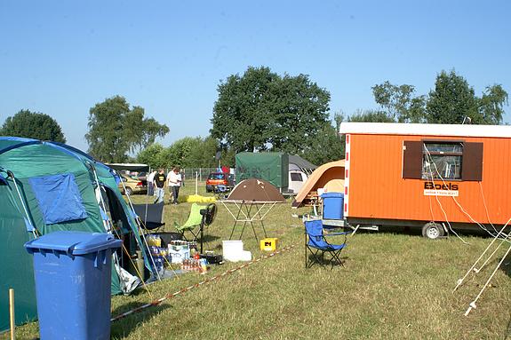 Campzone 2008 - Er wordt druk opgebouwd