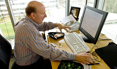 Steve Ballmer achter bureau