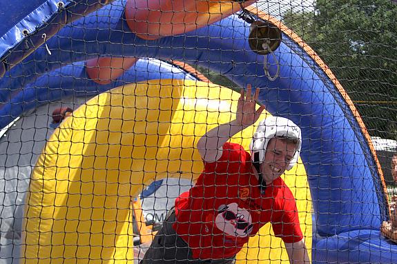 Campzone 2008 - Robin tikt de bel aan