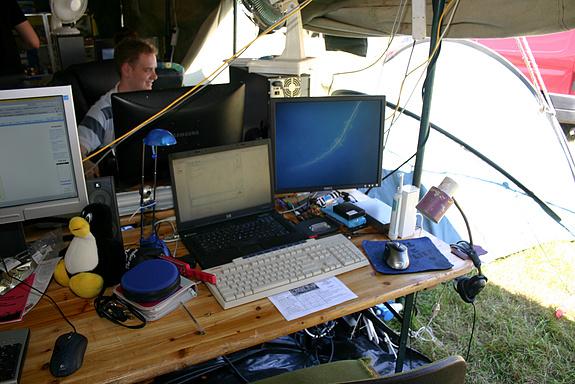 Campzone 2008 - Samantha en Bjwild op de achtergrond