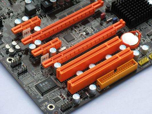 DFI P45 T2RS - PCIsloten