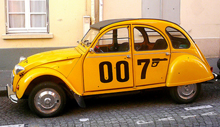 James Bond 2CV