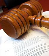 wetboek met hamer