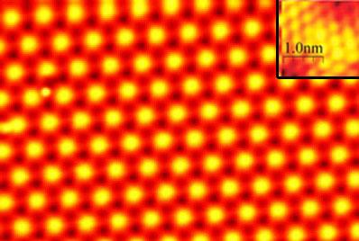 STM-foto van het twee-atomen dikke lood-laagje