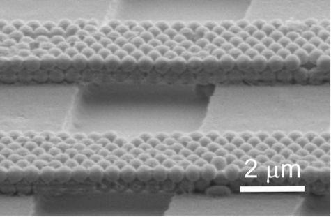 zelfbouwende bruggen van nanodeeltjes